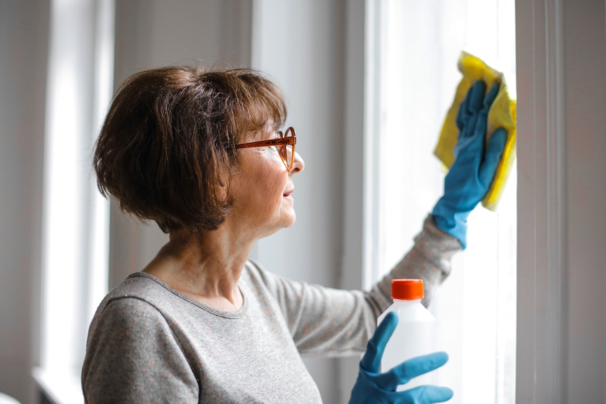 A List of Weekly Chores to Keep Your Apartment Clean